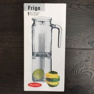 New never used pasabahce juice pitcher blue lid